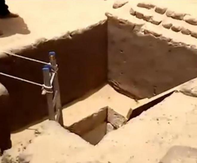 http://www.livescience.com/59100-catacomb-filled-with-mummies-discovered-egypt.html