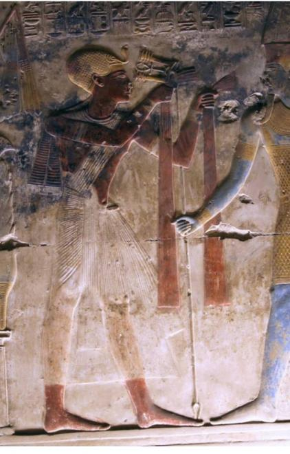Seti I offering red linen to Amun-Râ.