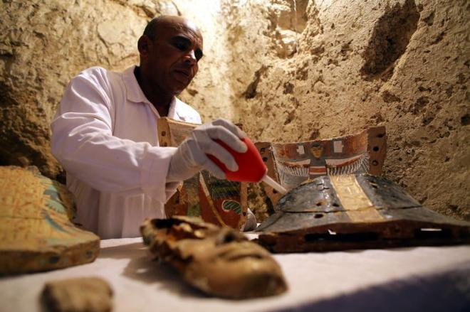 New-Pharaonic-tomb-discovered-in-Luxor-Egypt-09-Dec-2017