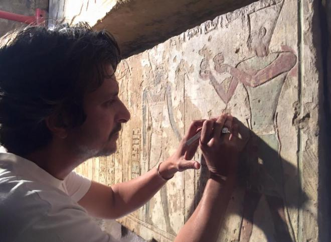 [Cleaning test of wall paintings of the small temple of the 18th dynasty of Hatshepsute & Thutmosis III-The Oriental Institute of Chicago University 2016
