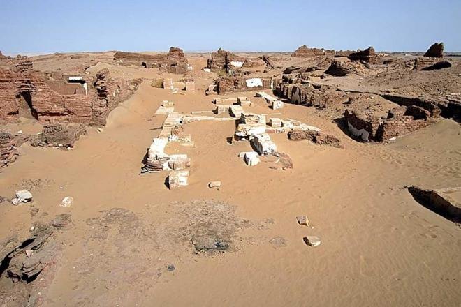 Ancient egyptian cemetery 8