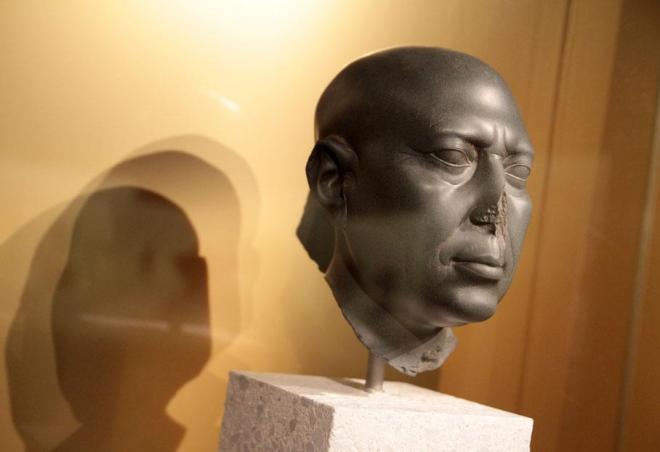 Pour la premiere fois la celebre tete verte a ete pretee par le musee egyptien de berlin