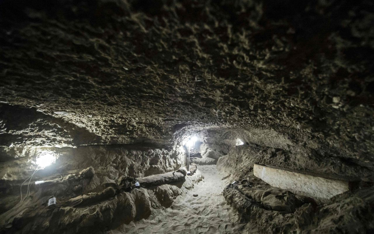 https://uk.news.yahoo.com/egypt-discovers-necropolis-17-mummies-145425784.html