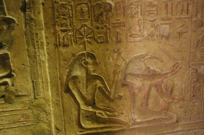 Sethi_Séchat et Thot, inscrivant les années de pharaon, sur la nervure d'une palme.