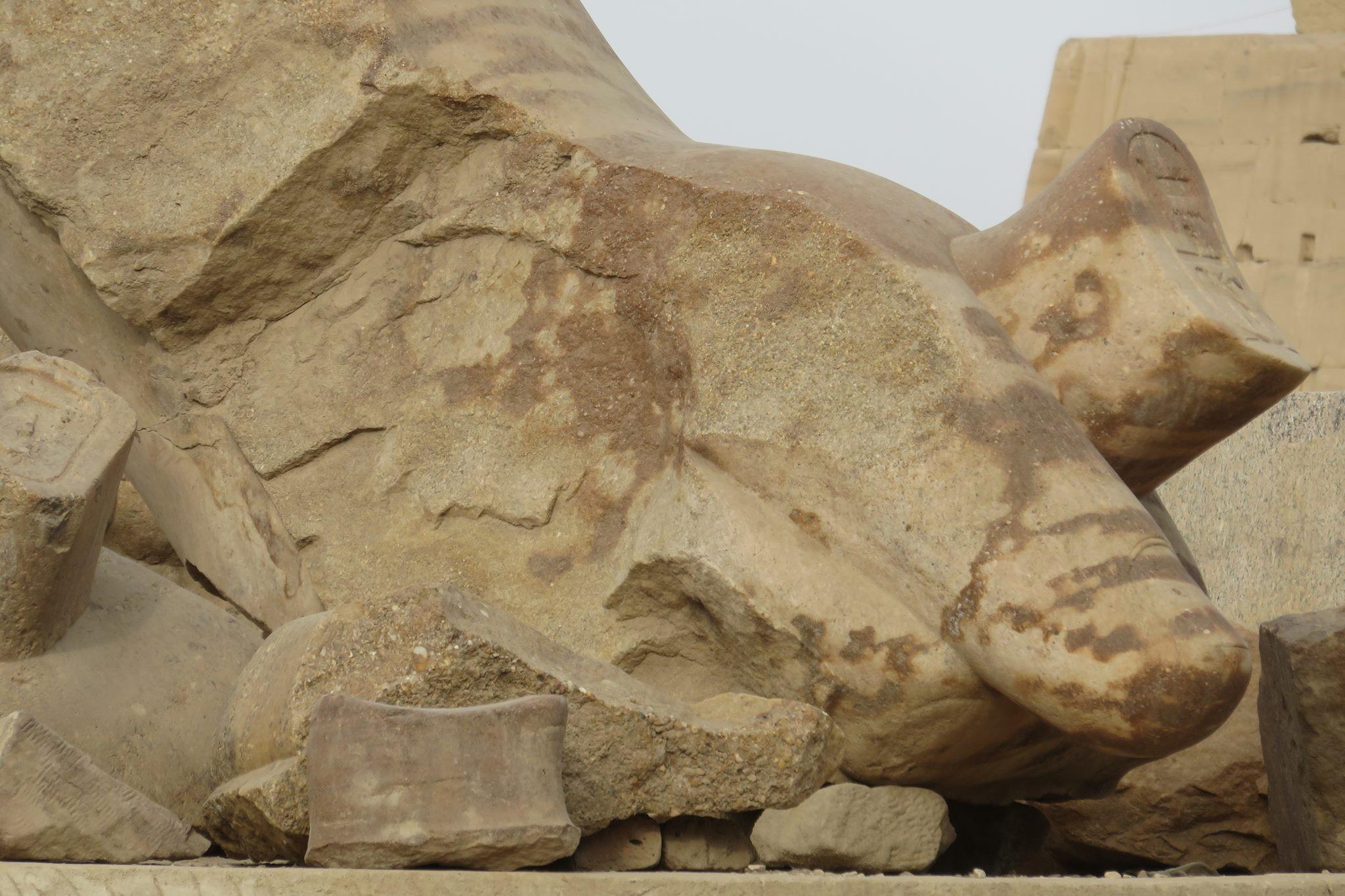 A Karnak Aménophis III vous serre la main !