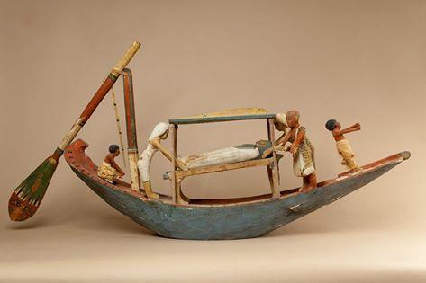 Modèle de bateau du nomarque Oukhhotep_ De Meir. 12e dynastie.