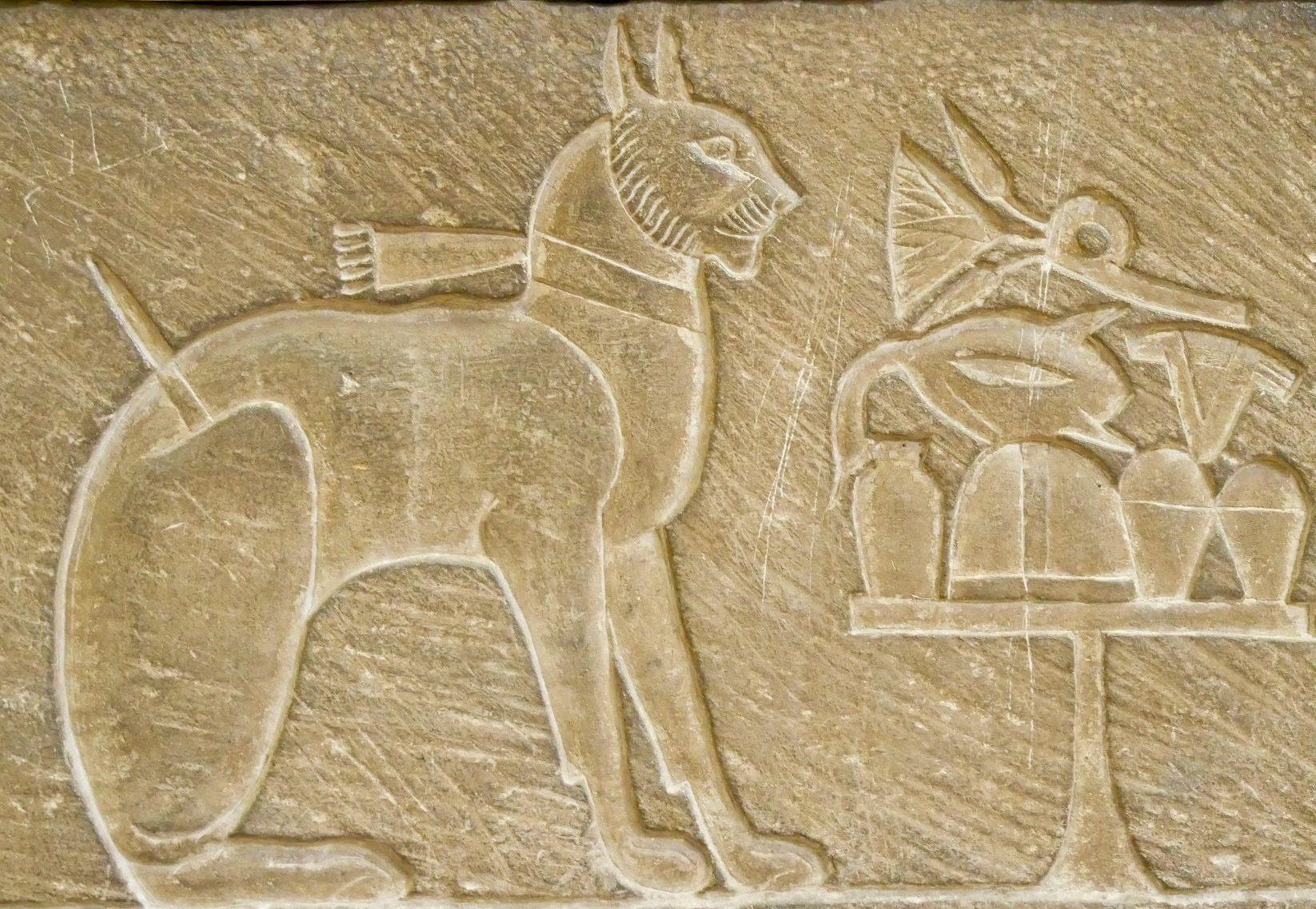 Le prince Thutmose, fils aîné d'Amenhotep III et son chat nommé Ta-Mit.