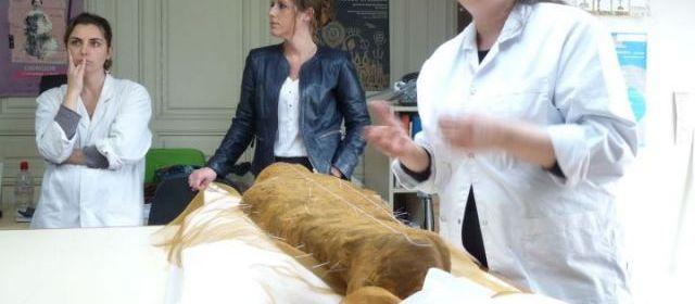 La petite momie en pleine restauration, Ta Iset...