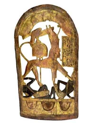 Bouclier cérémoniel en bois doré