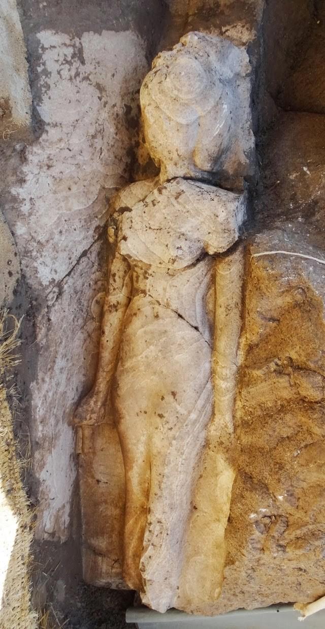 E anunciada a descoberta de estatua da princesa isis.
