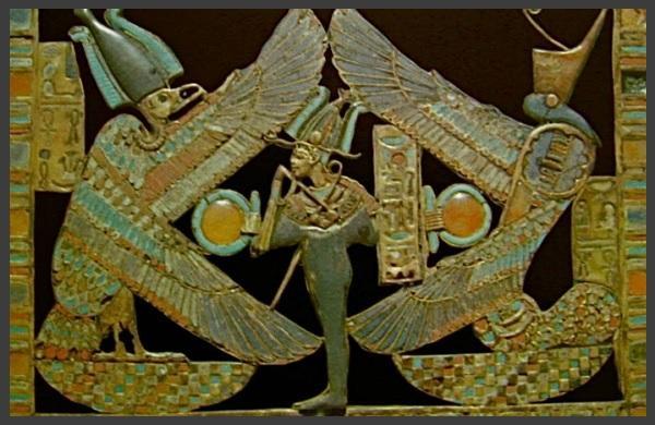 Le Dieu Osiris-Ptha entouré de Nekhbet et Ouadjet les deux gardiennes de l'Egypte
