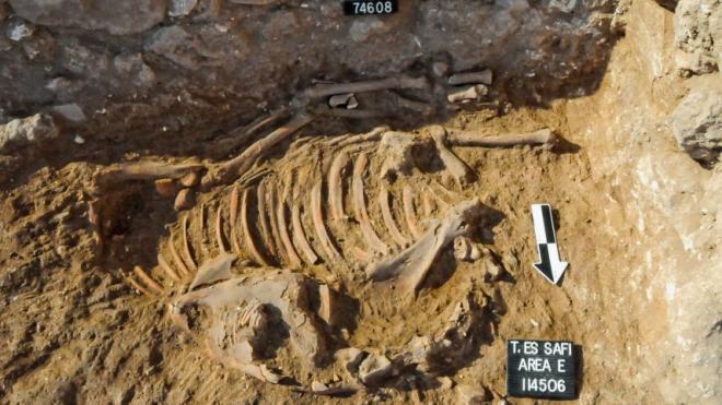 Nous sommes au sein des fouilles sur le site de Tell es-Safi.