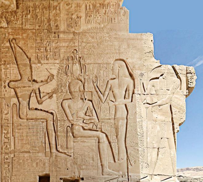 Ramsès II au milieu des netjerou, assis...