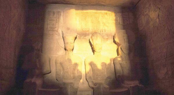 https://see.news/sun-illuminates-ramses-ii-face-in-aswan-for-20/