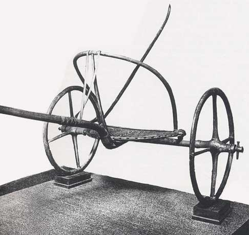 Char egyptien a deux roues provenant d une tombe de la necropole thebaine 1