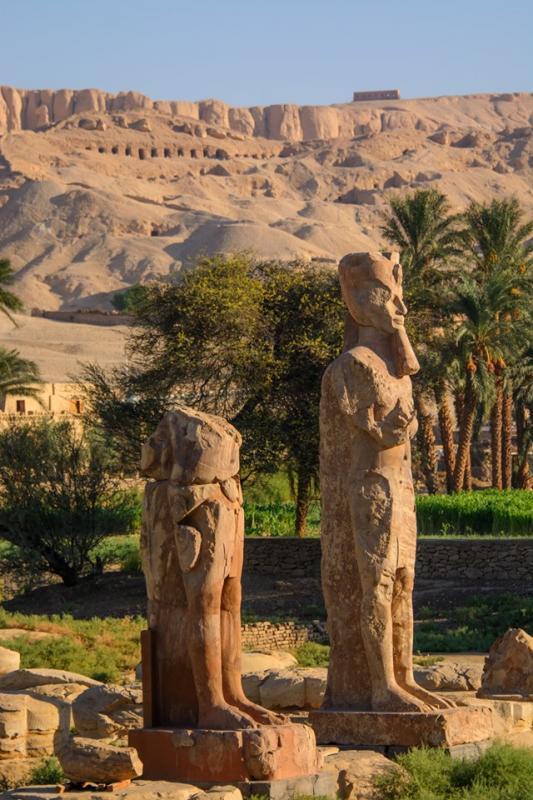 Enorme statue de quartzite d amenhotep iii a son temple de la mort dans la necropole de thebain pres de louxor by tijana kostandovski