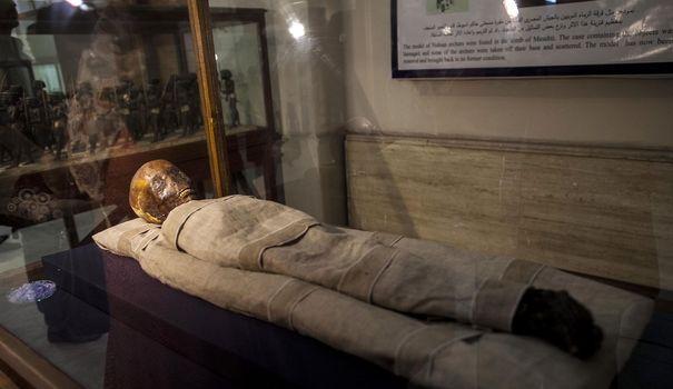 La momie d un enfant au musee egyptien du caire le 30 septembre 2013 5012977