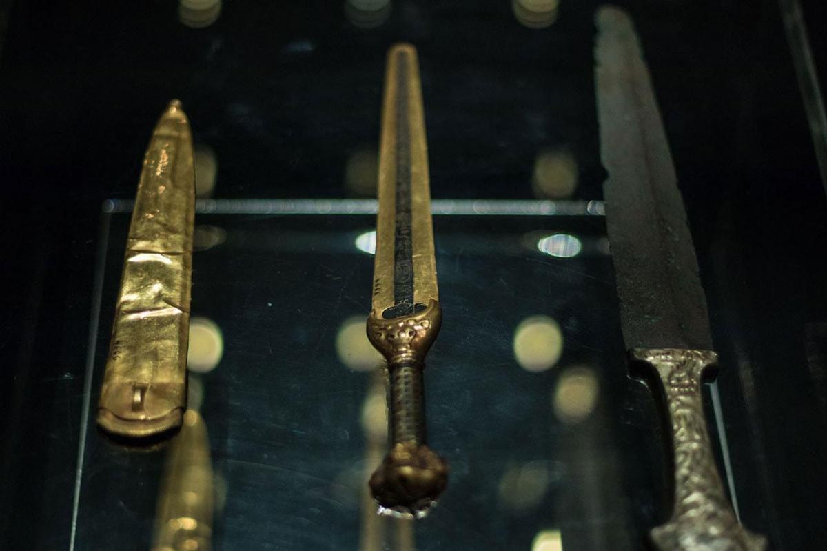Les poignards ceremoniels du roi ahmose musee luxor