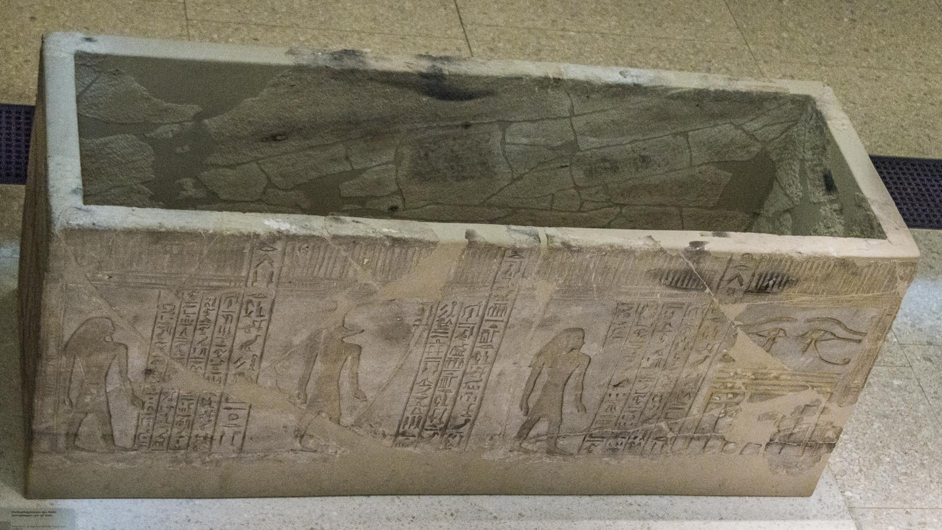 Sarcophagus of nehi sandstone d18 neues museum 25 2