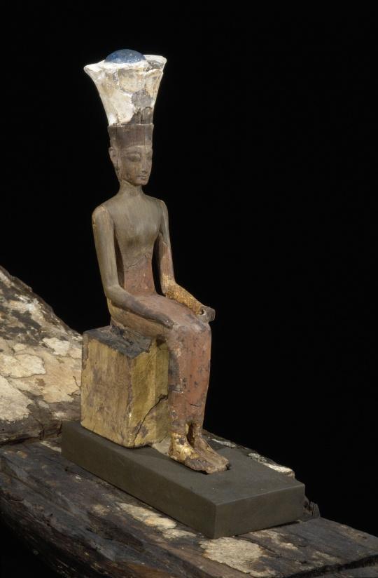 Statue de la deesse anouket assise dans sa barque photo c musee du louvre dist rmn grand palais christian larrieu