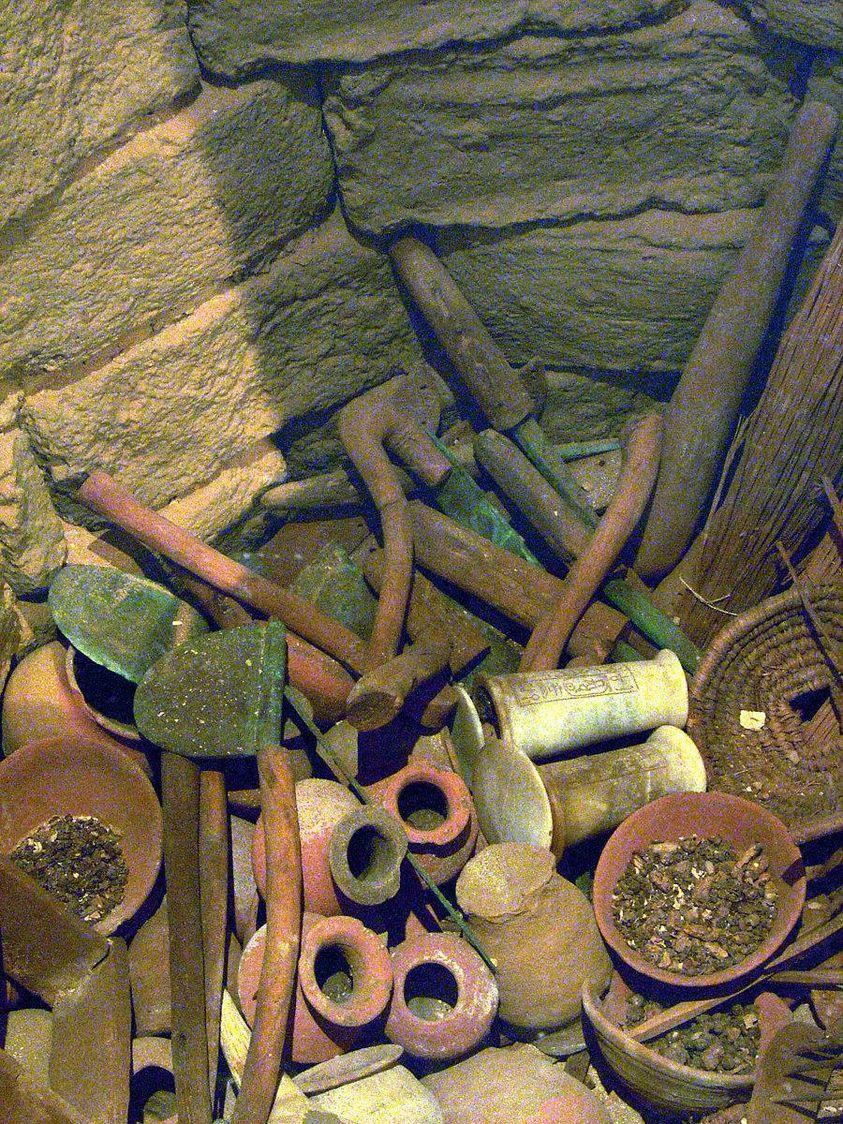 The objects in hatshepsut s foundation