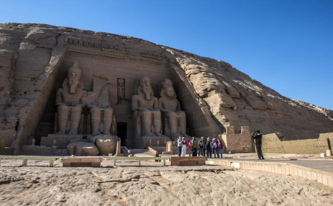 Touristes photo devant temples abou simbel 25 novembre 2017 egypte 0 729 451